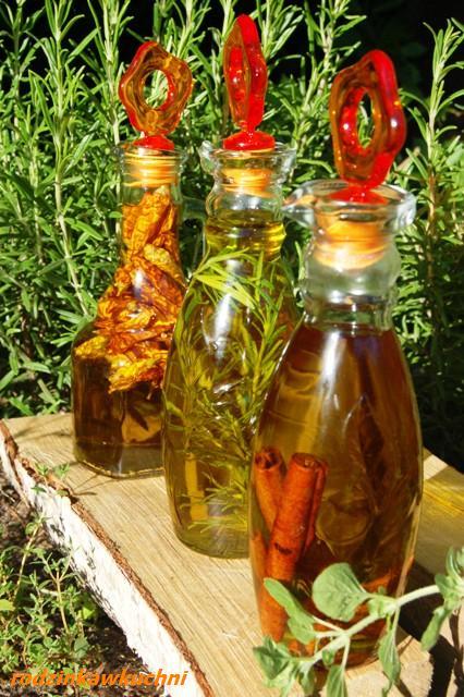 aromatyzowana oliwa_oliwa z rozmarynem_oliwa z cynamonem_oliwa z papryczkami
